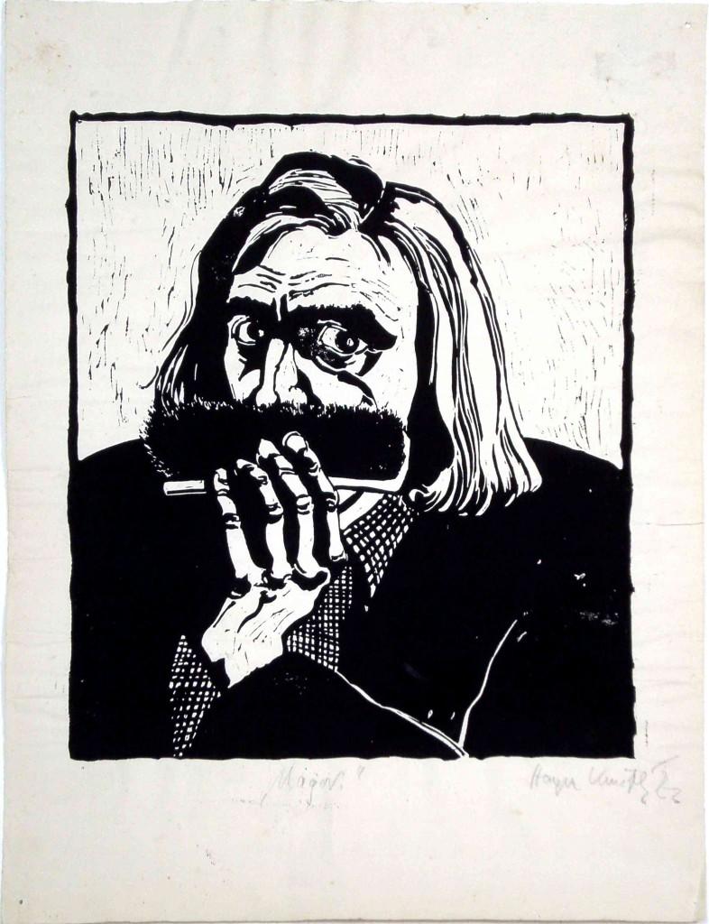 """Die Zeichnung von Hagen Knuth mit dem Titel """"Major"""" zeigt Hagen Knuth im Selbsporträt. Er hat einen ernsten Blick und schaut in Richtung der Betrachterin*des Betrachters. Er hat kinnlanges Haar und trägt einen Seitenscheitel halblinks. Er hat deutliche Augenringe. Vor seinen Mund hält er sich eine Schuhbürste. Unter einer Jacke trägt er ein kariertes Hemd mit gesteiftem und umgeklappten Kragen."""