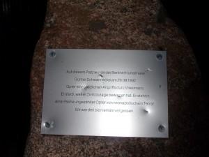 Beschädigungen an der Gedenkttafel am 23. Oktober 2014